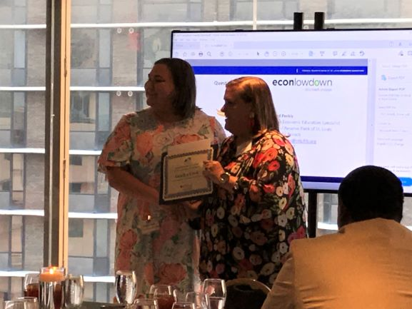 Jodi Adams of U of L presents Gracyn Cook with the Kentucky Jump$tart 2021 Student of the Year Award
